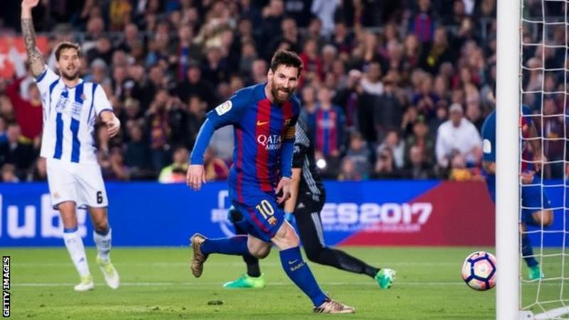 Messi scores twice as Barcelona win to keep pressure on Real